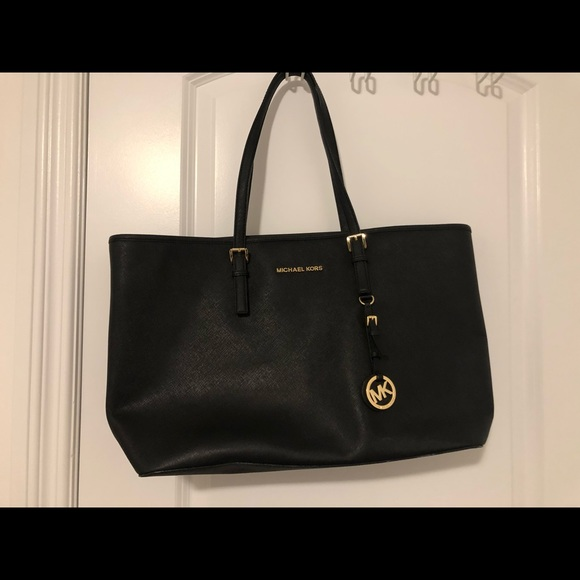 Black Michael Kors Tote (EUC) - Jet-set variation